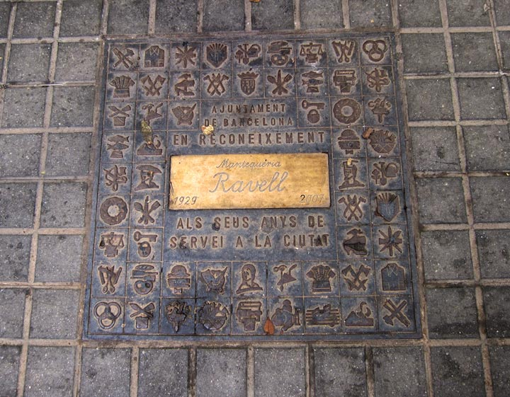 Barcelona street plate celebrating a traditional restaurant